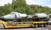 Harrier dikine iniş kalkış özelliğine sahip savaş uçakları