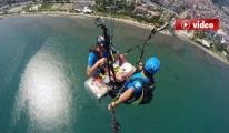 Yamaç paraşütü ile Havada mangal keyfi yaptılar! video