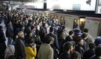 Havalimanı metro hattında kadın yolcu raylara atladı!