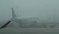 Havalimanı'na inemeyen 2 uçak Bursa'ya yönlendirildi