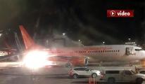 Havalimanı'nda iki uçak çarpıştı! video