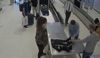 Havalimanı'nda yolcuda 100 cep telefonu cıktı(video)