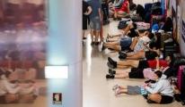 Havalimanında grev, yüzlerce uçuş iptal