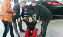 Havalimanında İntihar Etmek İsteyen Kadın video