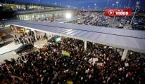 Havalimanında Trump'ı protesto ettiler