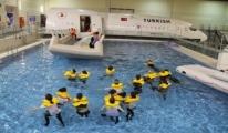Havuzda öğrenip havada kurtarıyorlar!