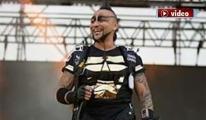 Hayko Cepkin konser alanına paraşütle indi!video
