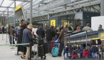 Heathrow Havalanı'nda Uçuşlar Askıya Alındı