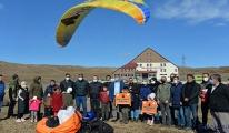 Hesarek Kayak Merkezi'nde yamaç paraşütü(video)
