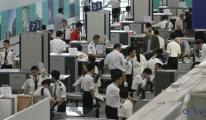 Hong Kong Havalimanı'nda skandal uygulama!