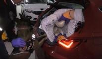 Hostes aracında uyuşturucuyla yakalandı!