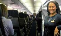 Hostes'Yardım Edin' Notunu Pilotlara Götürdü
