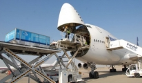 İran, Katar'a 5 Uçak Yardım Gönderdi