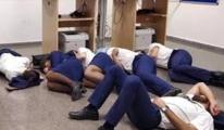 Kabin ekibi yerde uyudu