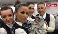 Hamile Kadın THY Uçağında  Ayakta doğum yaptı