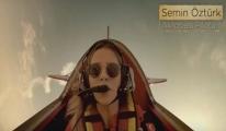 Kadın Akrobasi Pilotu Çikolata Reklamında video