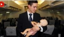 Kahraman Kabin Memuru Bebeğin Hayatını Kurtardı