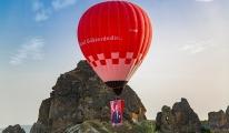 Kapadokya'da balonlar, Atatürk posterleriyle havalandı