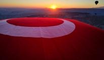 #23nisan  balonlar, Türk bayraklarıyla havalandı(video)