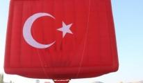 Kapadokya'da Sıcak Hava Balonları Atatürk Posteri ile havalandı