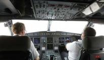 Kaptan pilot uçakta kalp krizi geçirdi!