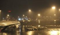 Kar Kağışı Atatürk Havalimanı'nda da Etkili Oldu