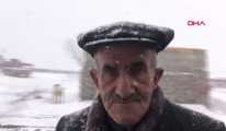 Kar yağışını türküyle karşıladı  (video)