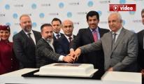 Katar'dan Adana'ya gelen ilk uçak 'su takı' ile karşılandı