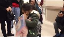 video Kazada kaybolan bebeğine kavuşunca havalara uçtu