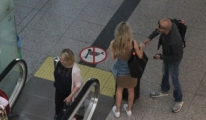 Kenan Vural, Havaalanında Turist Tavladı
