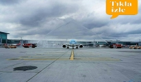 KLM Uçağı Su Tankı Töreniyle Karşılandı!