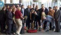 Konsoloslar, Atatürk Havalimanı'na Karanfil Bıraktı