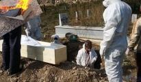 Koronavirüsten öldü,gömüldükten sonra tabutu yakıldı