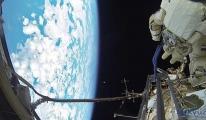 Kozmonotlar uzay boşluğunda yüzen havluyu aldı!
