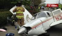 Küçük  Uçak Alev Alarak Otoyola Düştü
