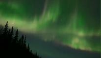 Kuzey Işıkları'nın gökyüzündeki büyüleyici dansı(video)