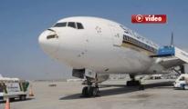 Leylek Sürüsüne Çarpan Uçak Acil İniş Yaptı! video