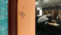 Mescide duvar yazısı!