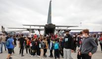 Minik öğrencilerin uçak merakı #video