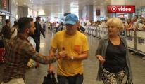 Atatürk Havalimanı'nda Turistlere 'Gül'lü Karşılama