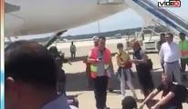 Onur Air'i apronda oturarak protesto ettiler!video
