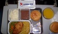 Onur Air: Rötar ve ücretli yemekler!