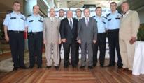 Başkan Sani Şener,Terfi Eden Polistlere Şilt Verdi
