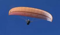 Paraşütçüler, çocuklar için havalandı(video)