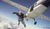 Paraşütle atlayan Dilys Price,88 yaşında öldü