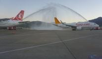 Pegasus Havayolları uçağı su takıyla karşılandı!