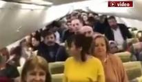 Pegasus uçağında O anda yolculardan saygı duruşu!video