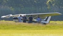 Pilot golf sahasına acil iniş yapmak zorunda kaldı