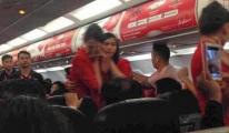 Pilot Hostes ve Yolculara Lütfen 'Dua Edin' Dedi