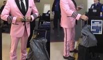 Pilot son uçuşunu pembe üniforma ile yaptı!